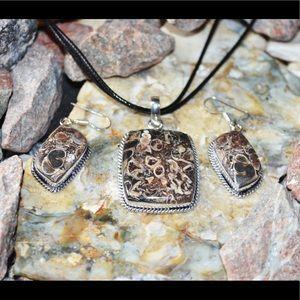 Turitella Pendant & Earrings Set